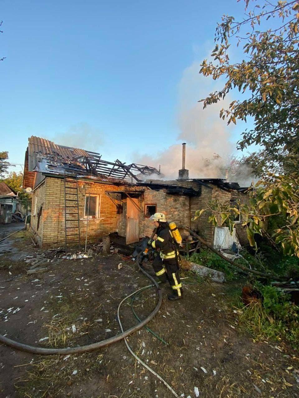 Пожар возник на площади 120 квадратных метров.