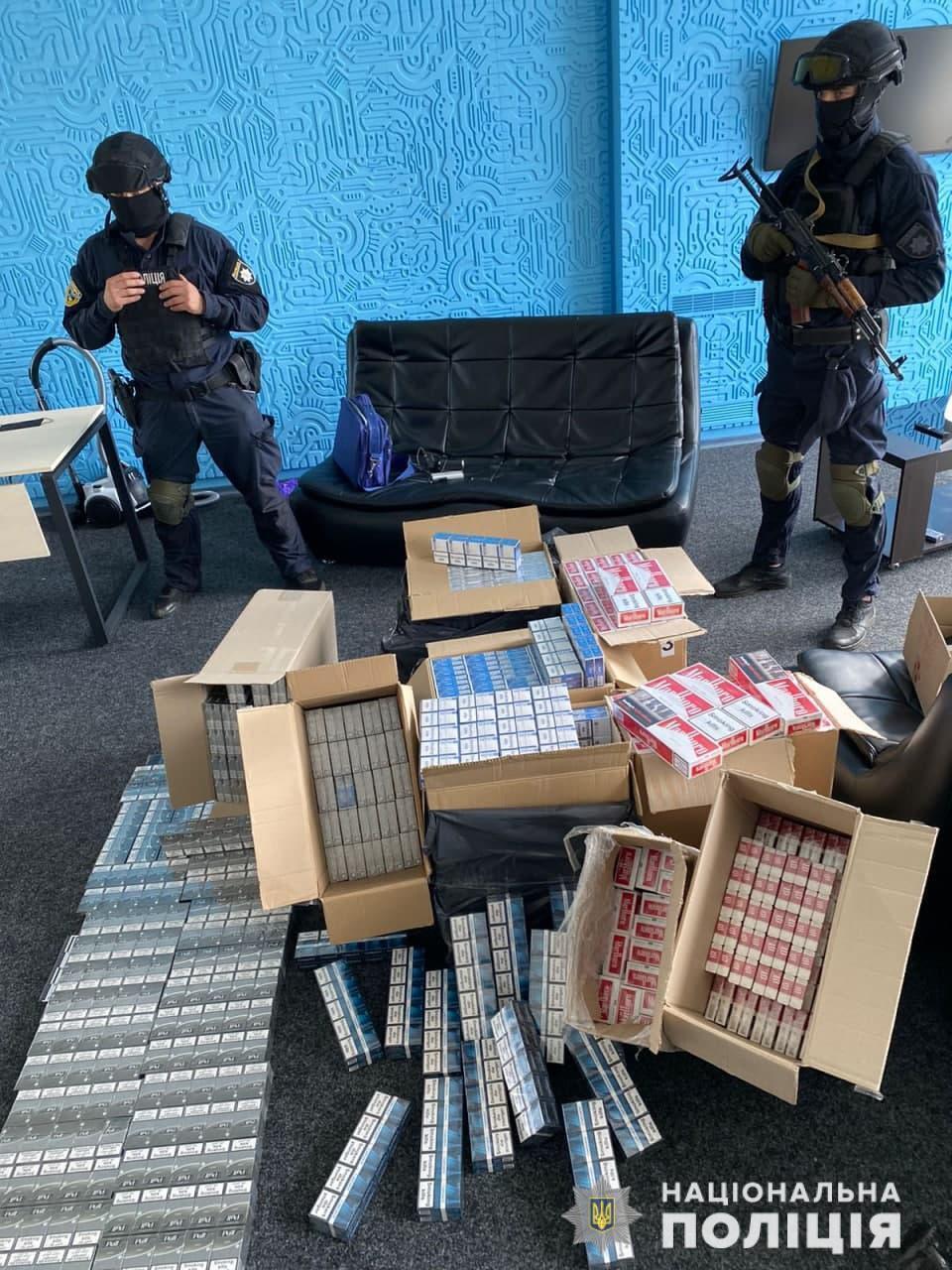 Полиция провела обыски у членов ОПГ