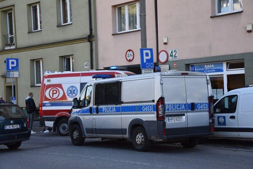 На месте работают полиция и скорая помощь