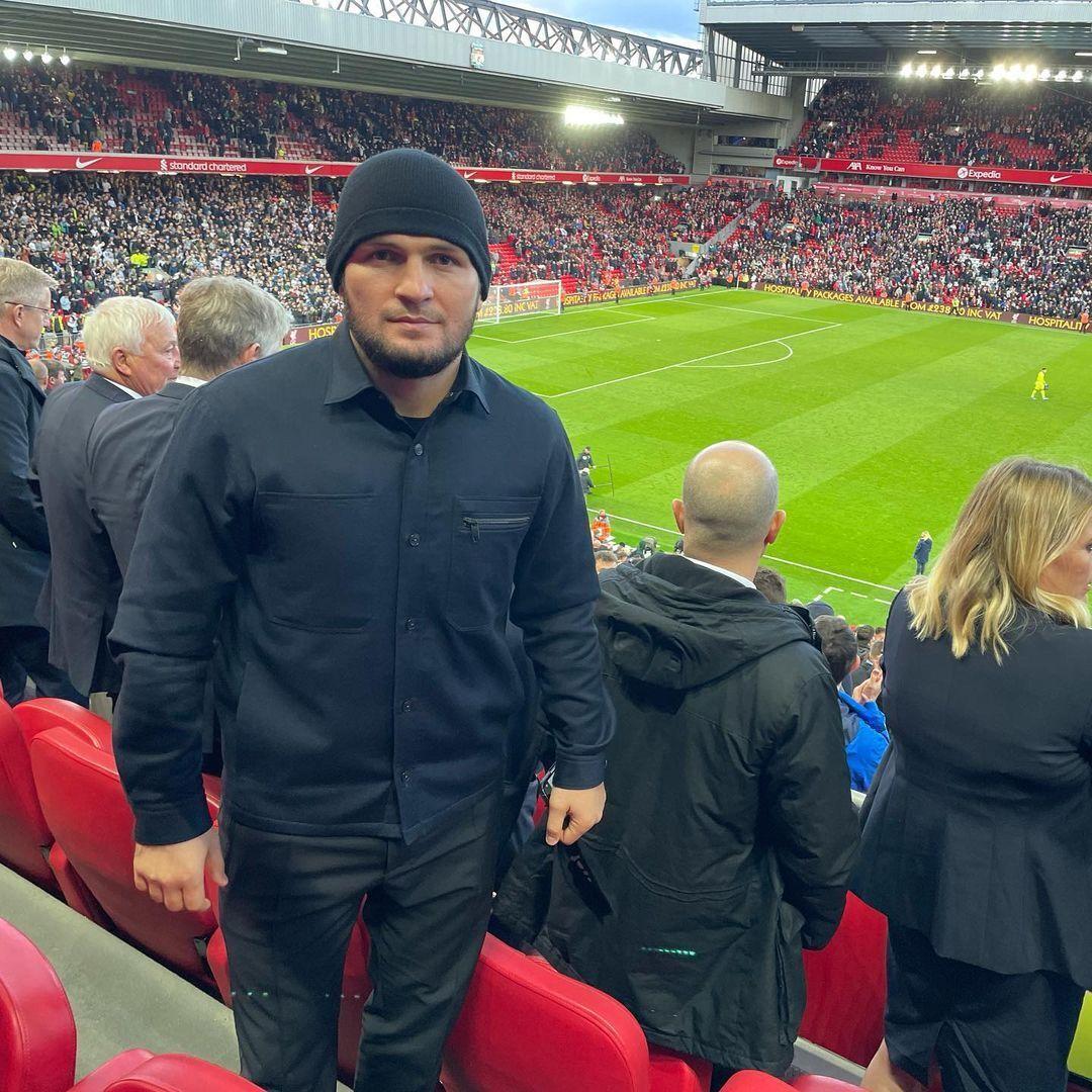Хабіб Нурмагомедов на матчі МЮ – Евертон