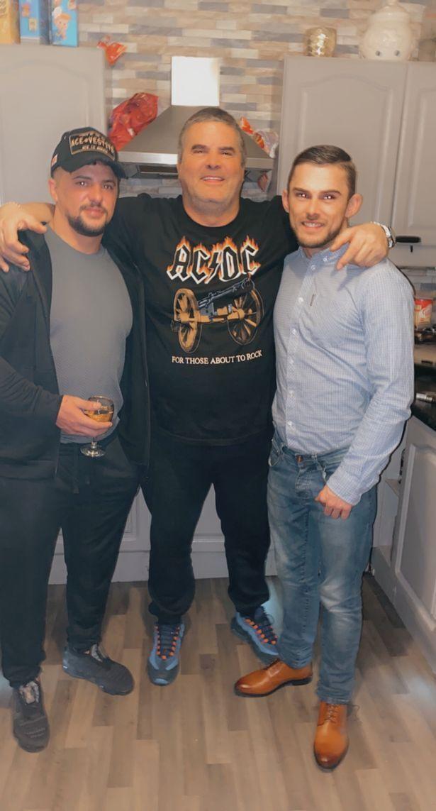 Коуэлл со своими сынами