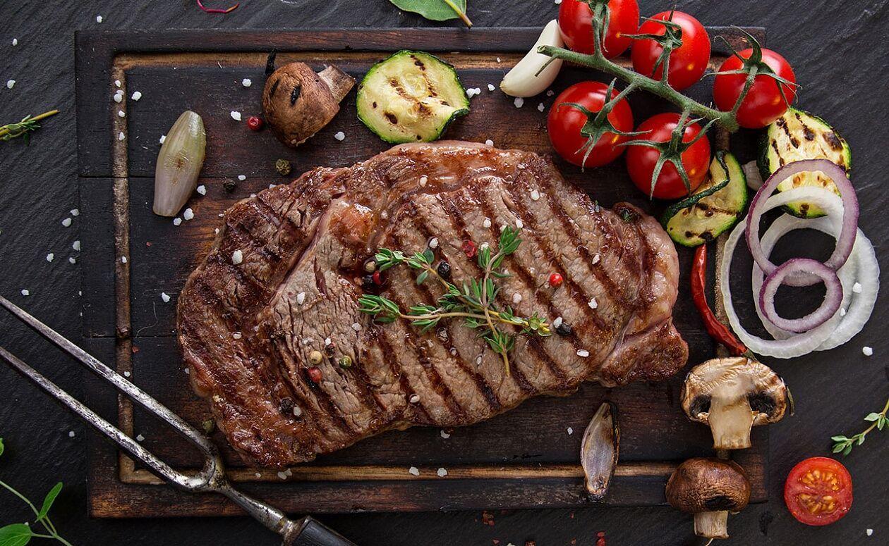 М'ясо може стимулювати вироблення кислот у шлунку