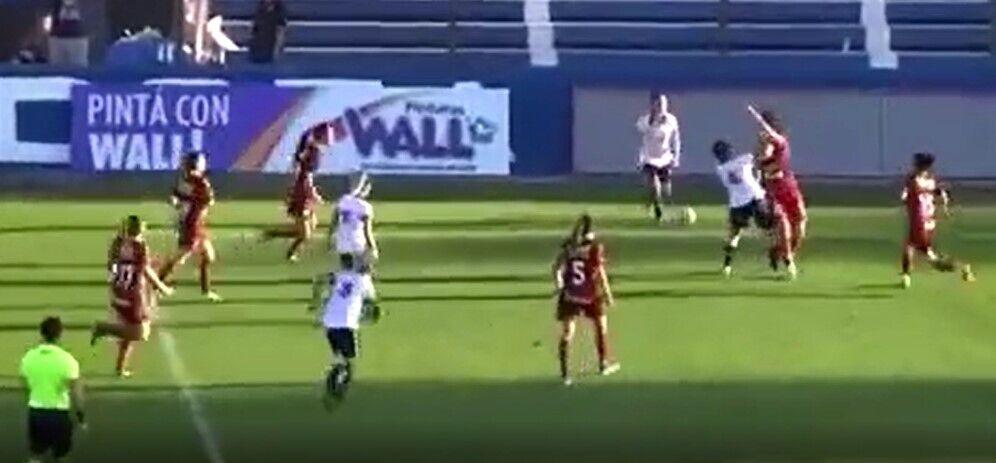 Драка в матче женских команд в Аргентине.
