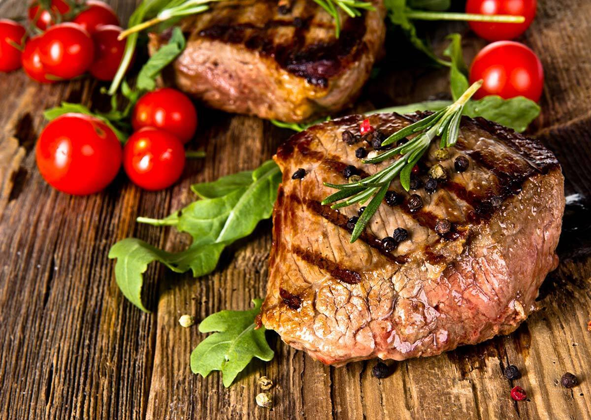 Їжа на основі м'яса дуже багата насиченими жирами