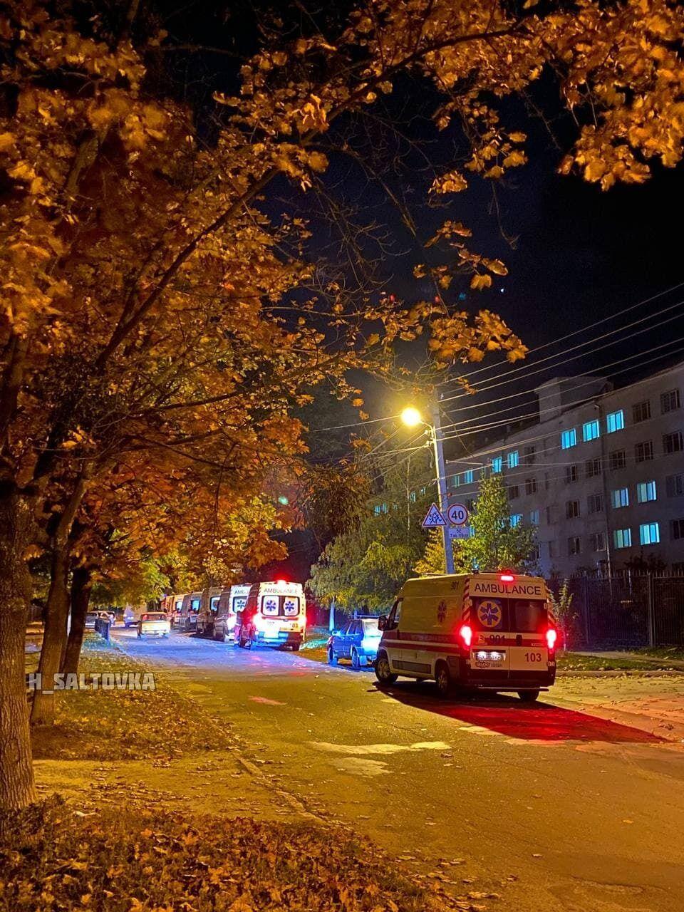 Так вечером 5 октября выглядела очередь скорых в областном госпитале ветеранов войны