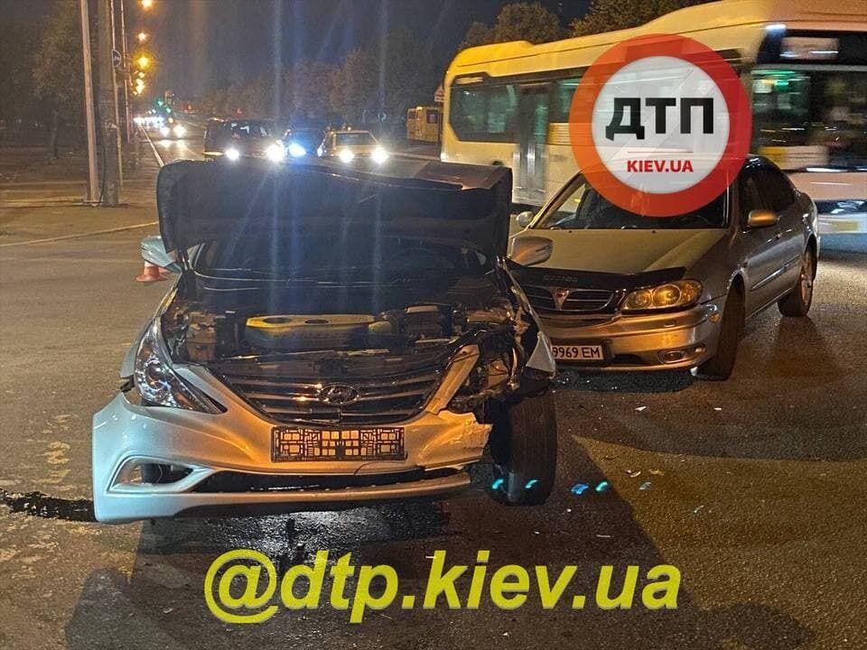 Автомобілі отримали механічні пошкодження.