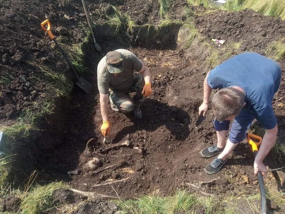 Раскопки на месте захоронения.