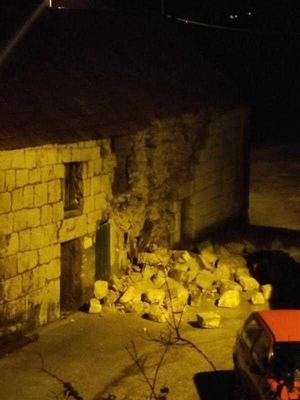 Зруйнована стіна будинку