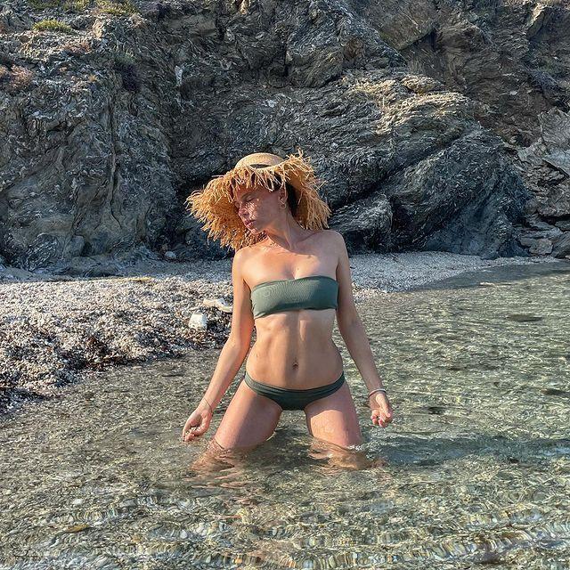 Ирена Карпа в купальнике