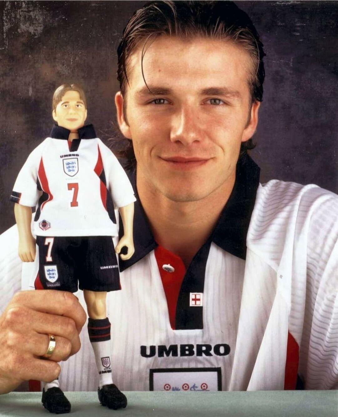 Бекхем навіть отримав власну ляльку у футболці збірної.