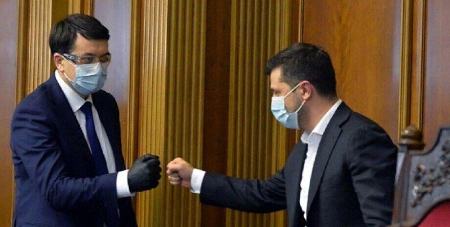 Причиною відставки стала нібито напруженість відносин між Разумковим і Зеленським