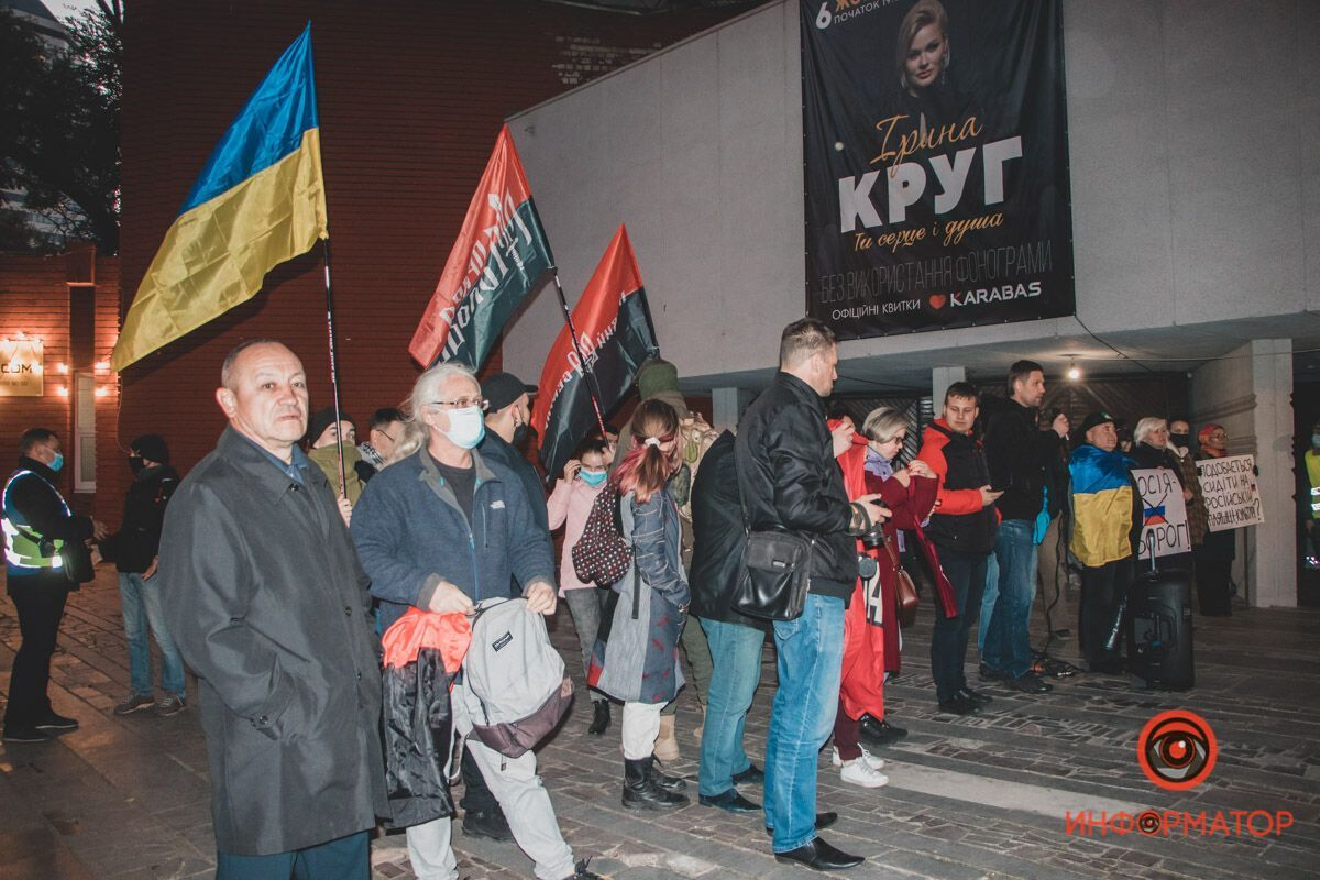 Протестующие под Летним театром