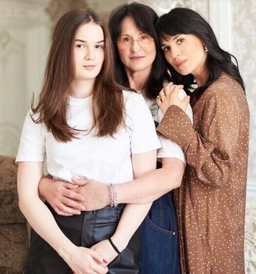 Маша з мамою.