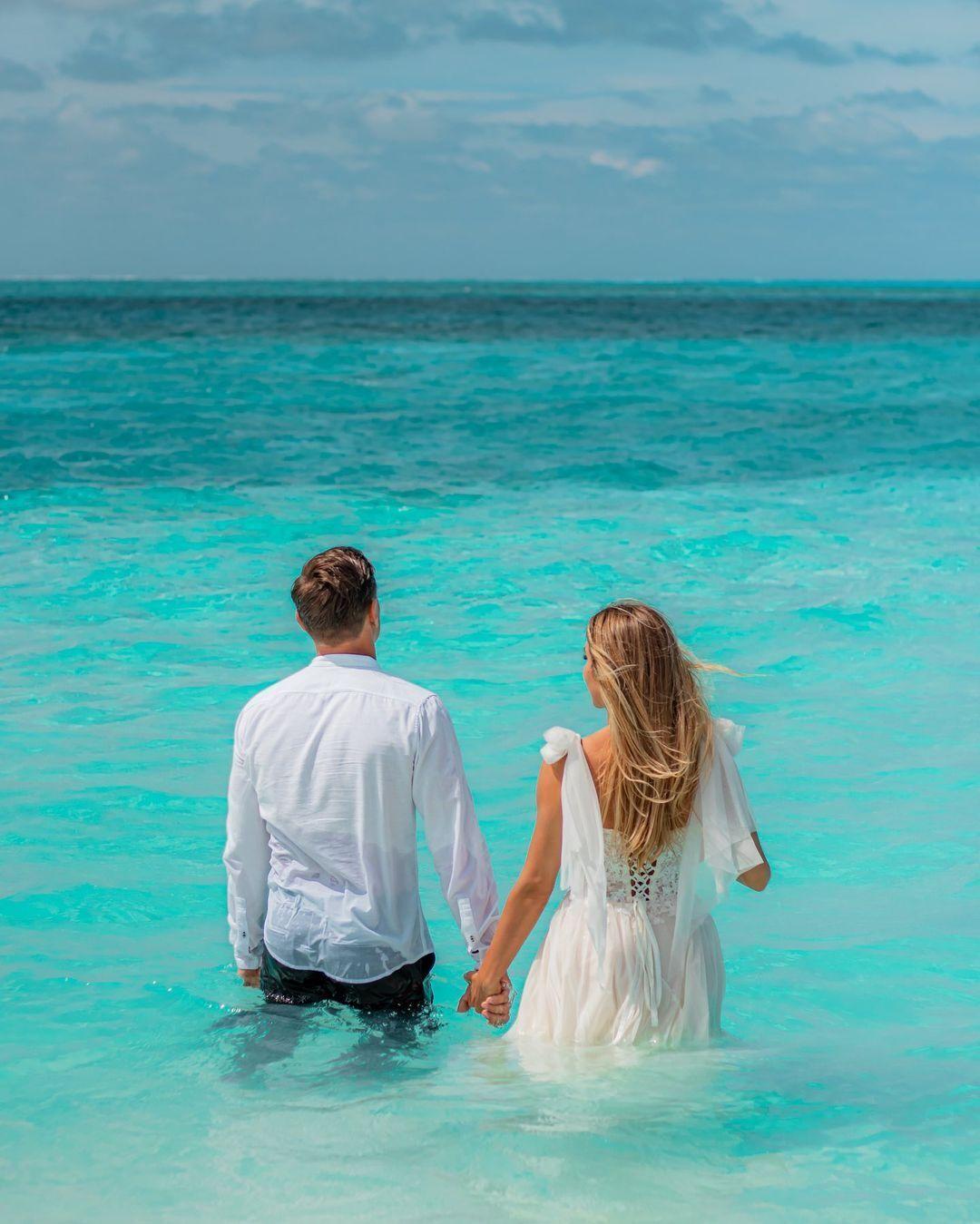Анжелика Терлюга с мужем в море.