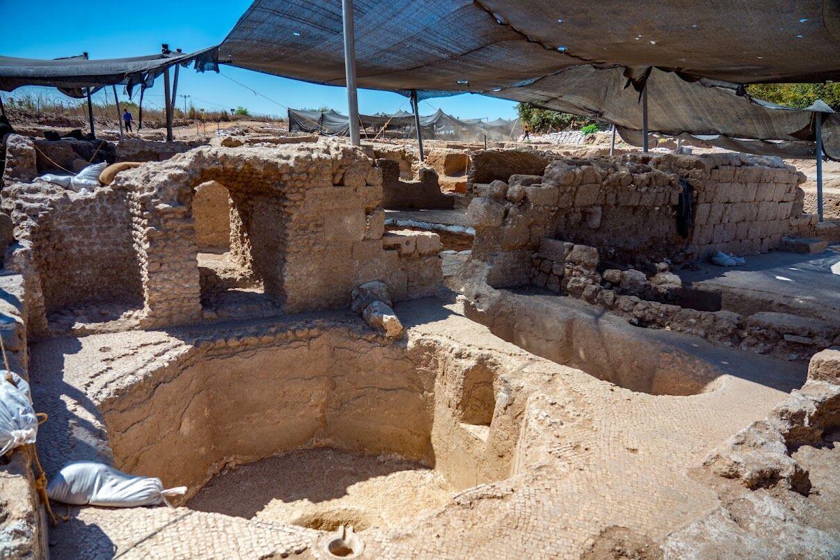 Израильские археологи обнаружили в Иерусалиме редкий древний туалет .