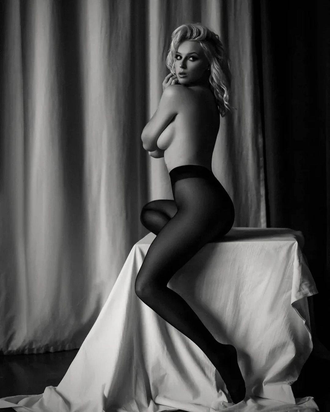 Ульяна Тригубчак снялась в ч/б обнаженной фотосессии