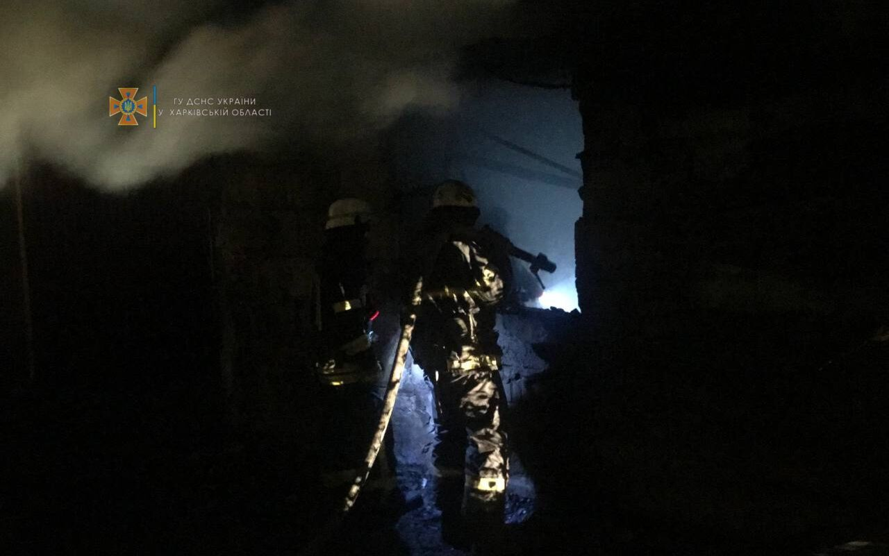 На момент прибытия пожарных здание было полностью охвачено огнем
