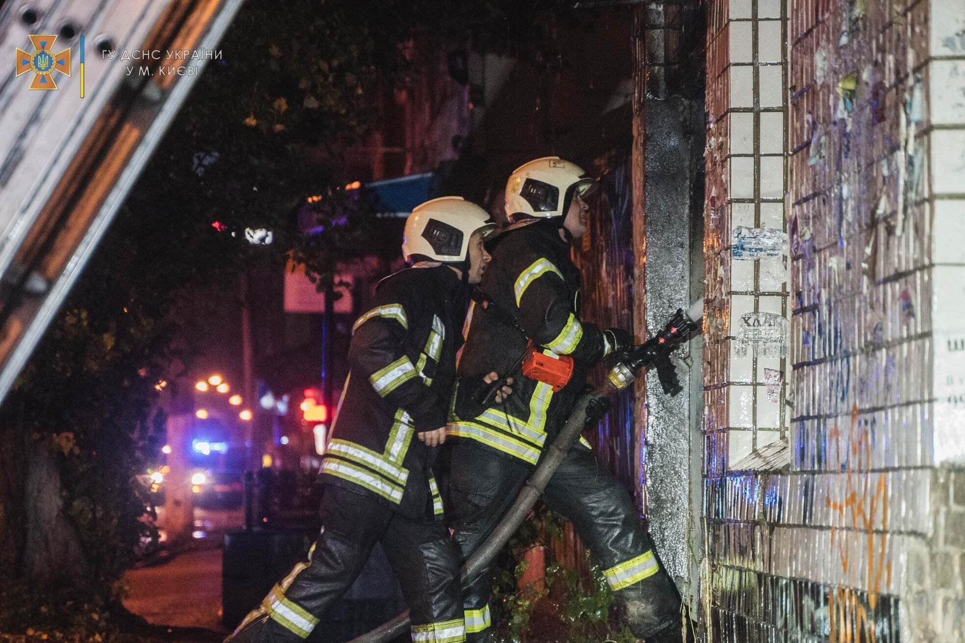 Причины возникновения пожара установит следствие.