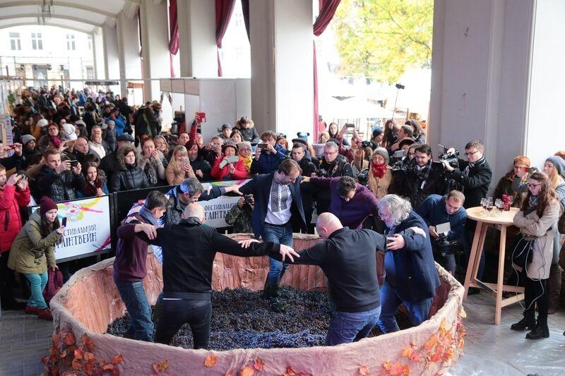 Во Львов на праздник вина и сыра съезжается много туристов.