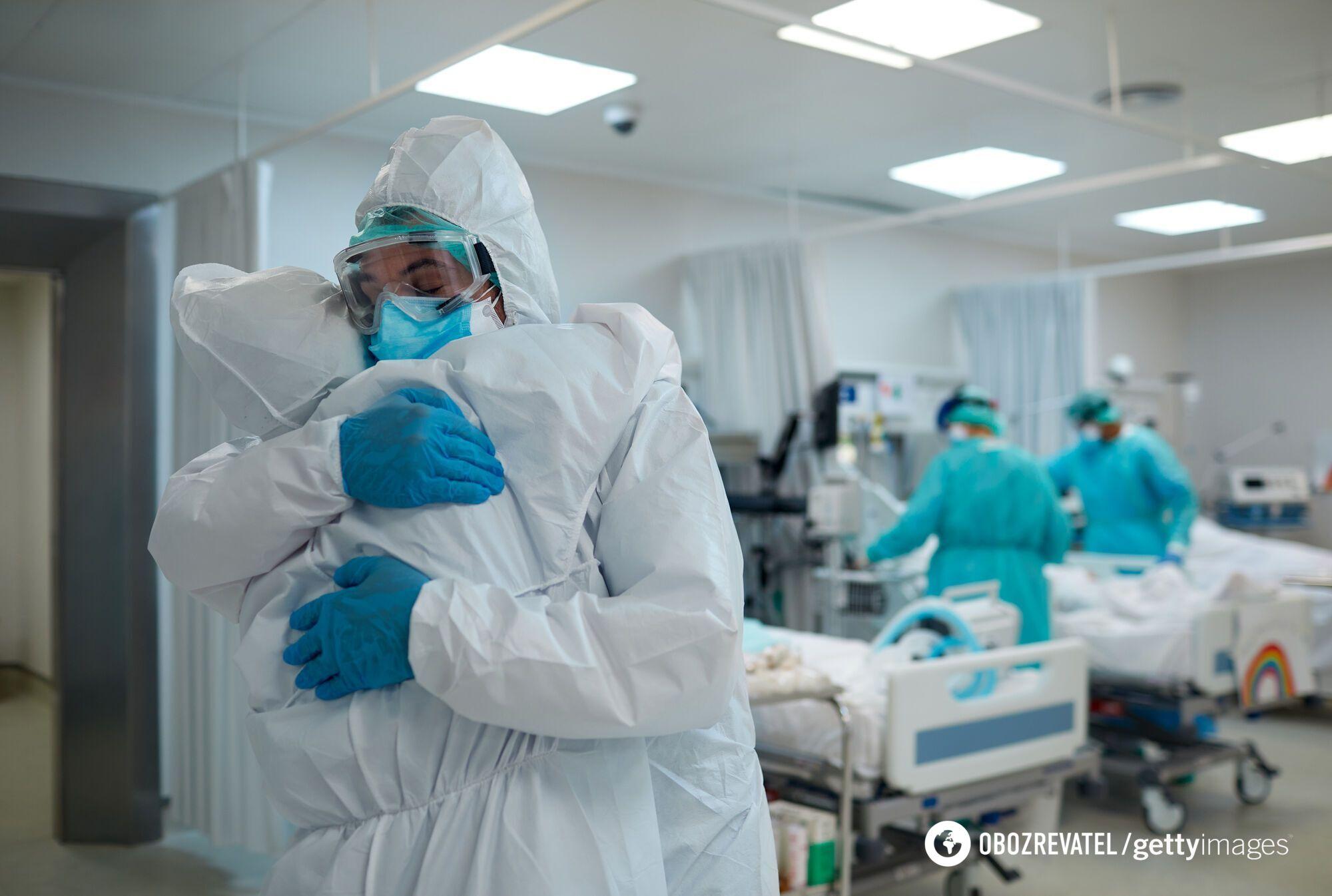 Вакцинированных среди пациентов почти нет, и так по всей Украине