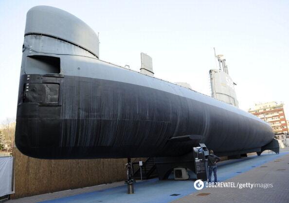 """И та самая первая итальянская подводная лодка """"Тоти""""."""
