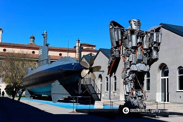 Экспонаты музея науки и технологий.