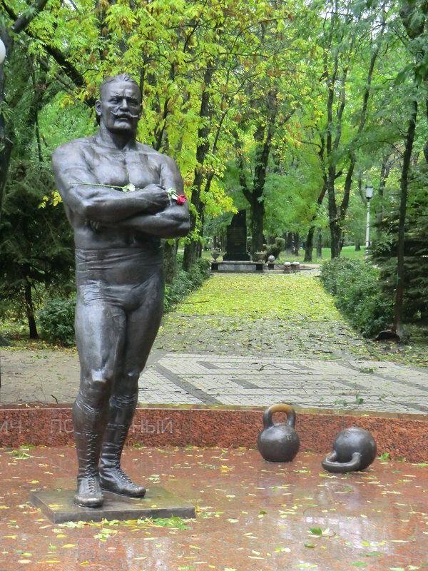 Памятник Ивану Пиддубному.