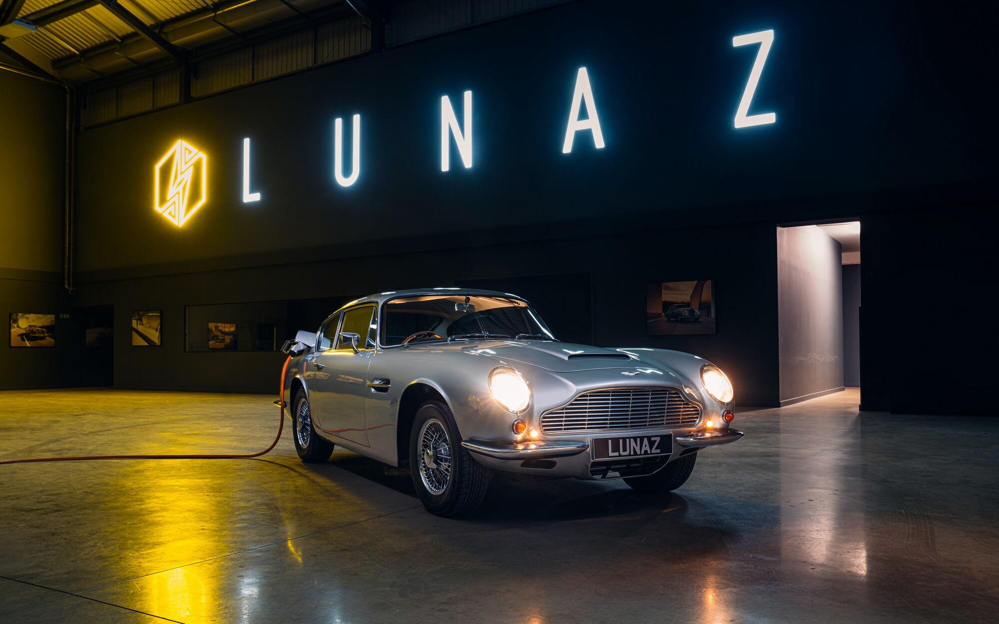 Первым представителем благородного семейства купе Aston Martin стал DB6