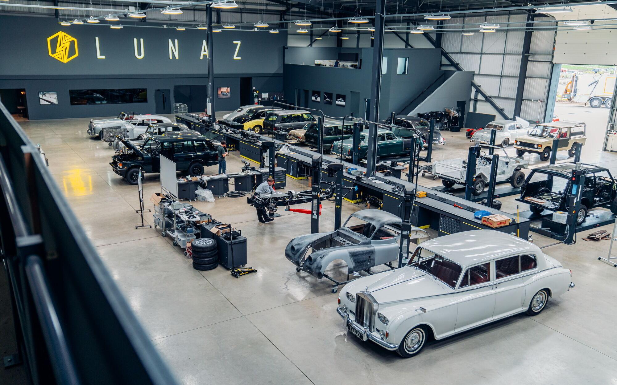 В компании провели полную реставрацию оригинальной машины, а затем заменили ДВС и все его компоненты на электропривод