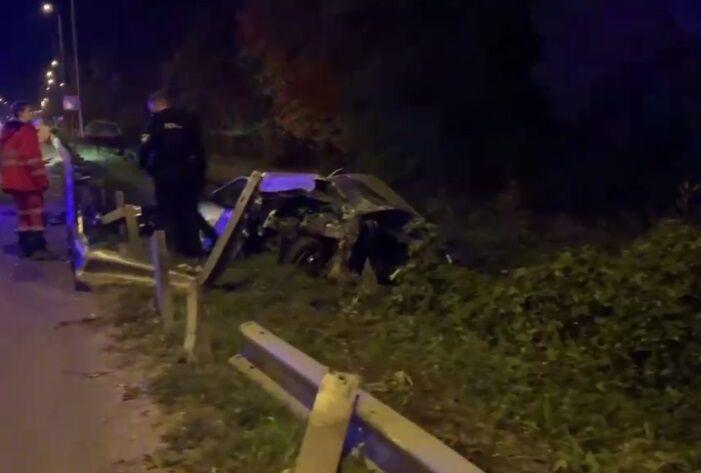 Машина слетела на обочину.