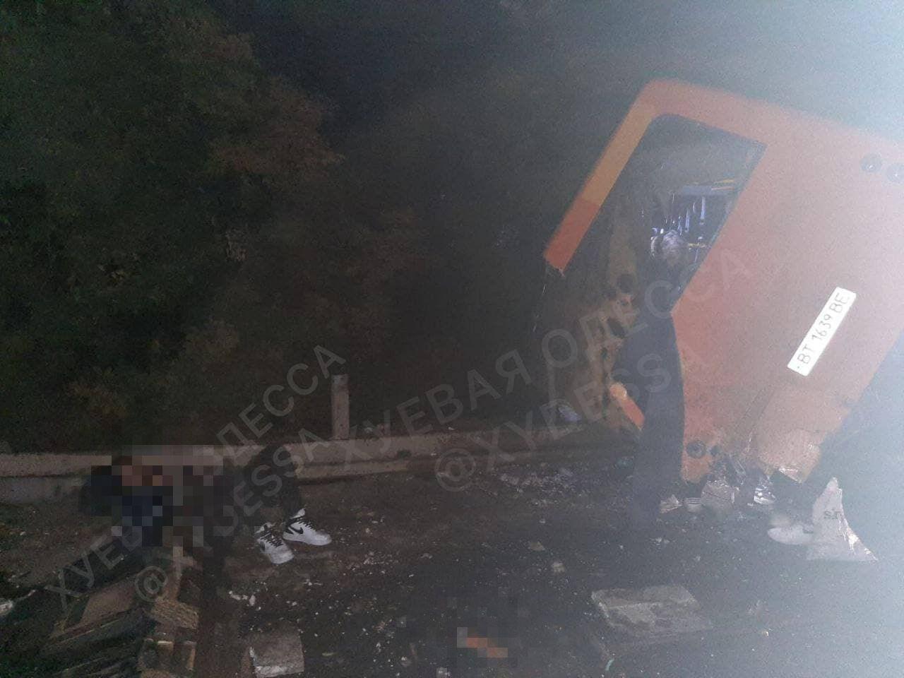В ДТП под Одессой пострадали шесть человек.