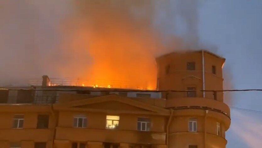 Пожежа виникла на даху.