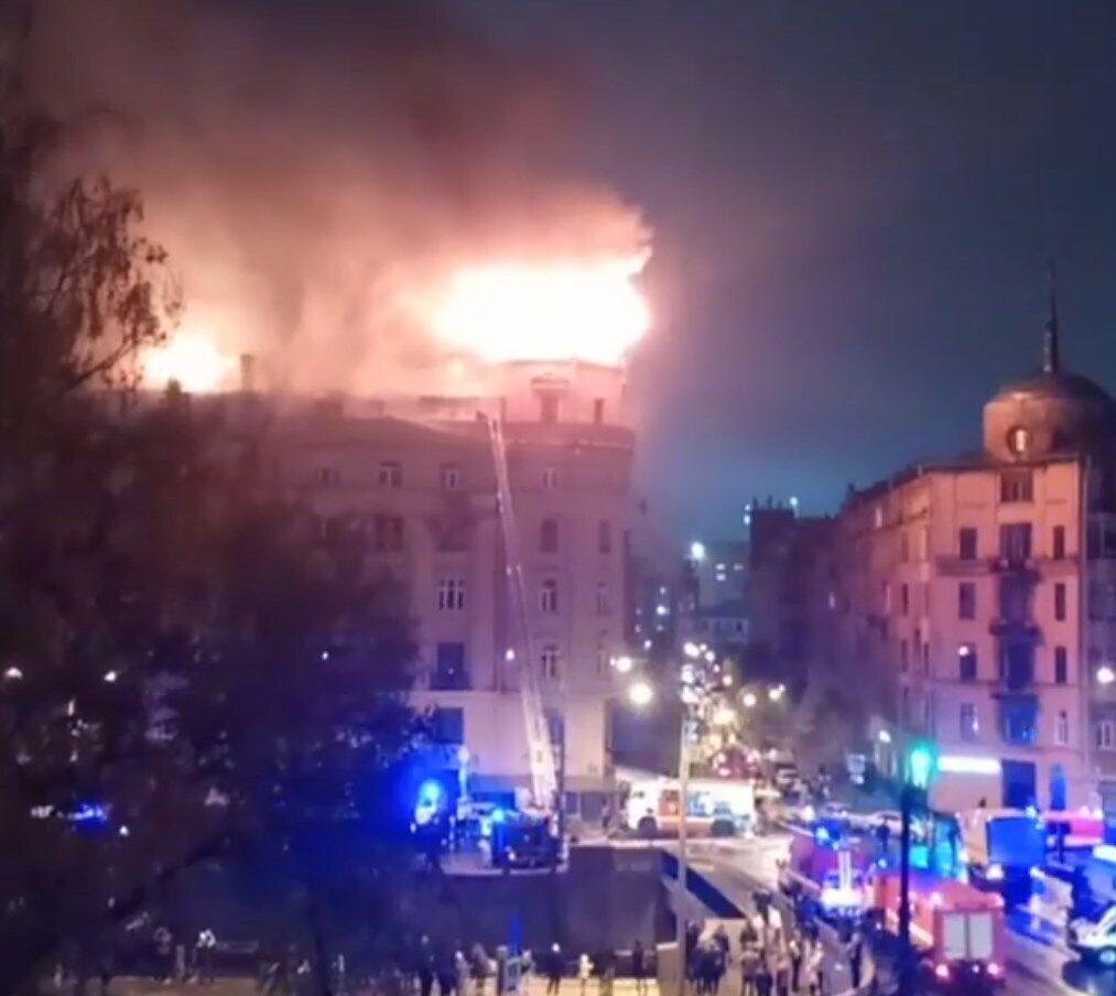 В історичному центрі Санкт-Петербурга горіла будівля.
