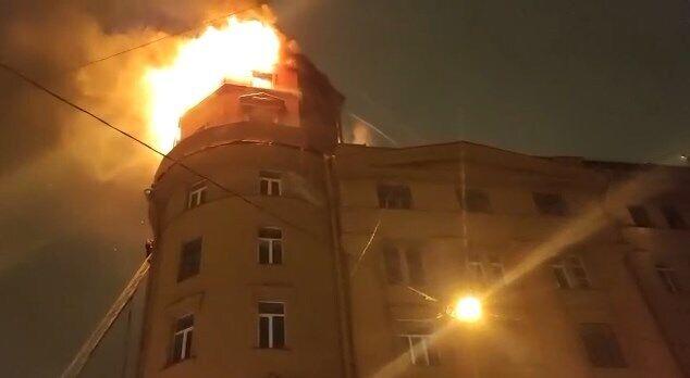 До ліквідації пожежі було залучено 80 рятувальників.