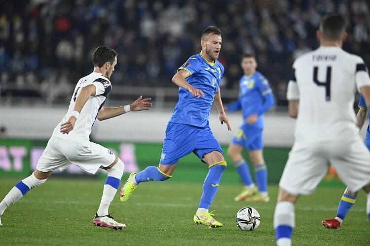 Андрей Ярмоленко в игре с финнами.