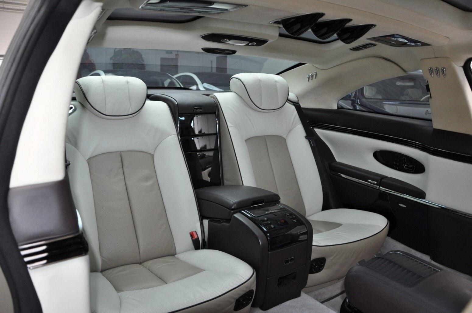 Для задних пассажиров предусмотрено два удобных индивидуальных кресла