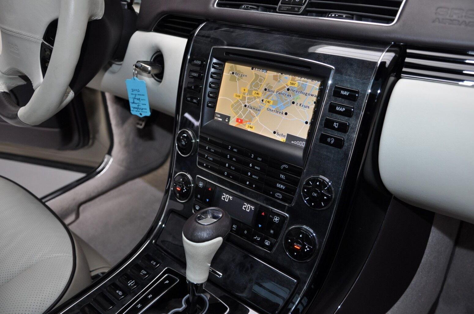 Развлекать водителя и его спутников будет мультимедийная система с CD|/DVD-плеером и чейнджером