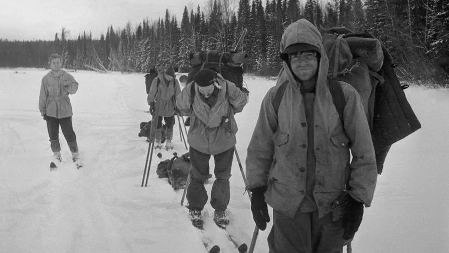 Группа из девяти лыжников под руководством Игоря Дятлова зимой 1959 года совершала поход по Северному Уралу