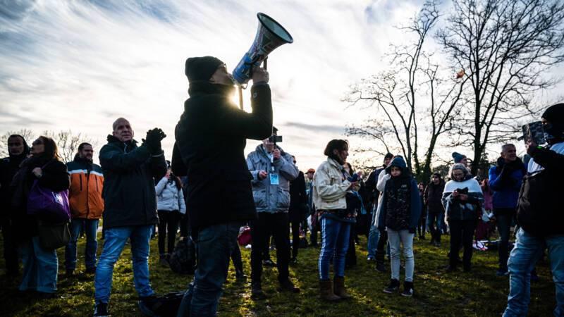 Протесты в Нидерландах начались после введения комендантского часа