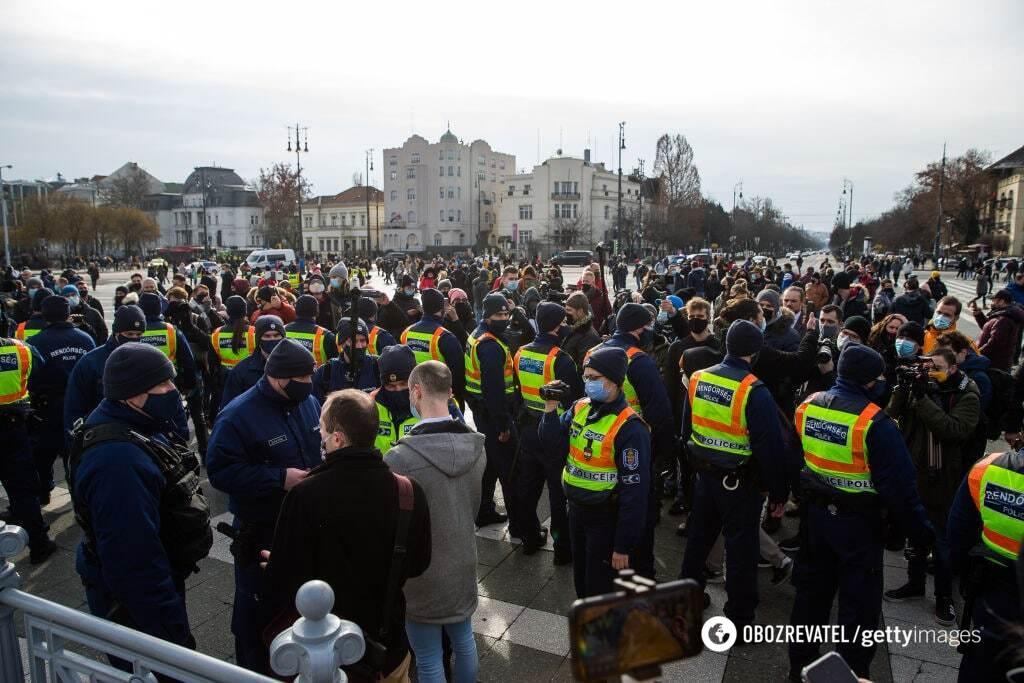 На протесты в Будапеште вышли сотни людей
