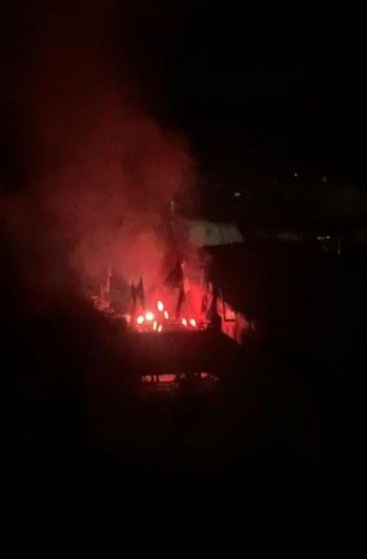 Під будинком міністра юстиції активісти палили фаєри