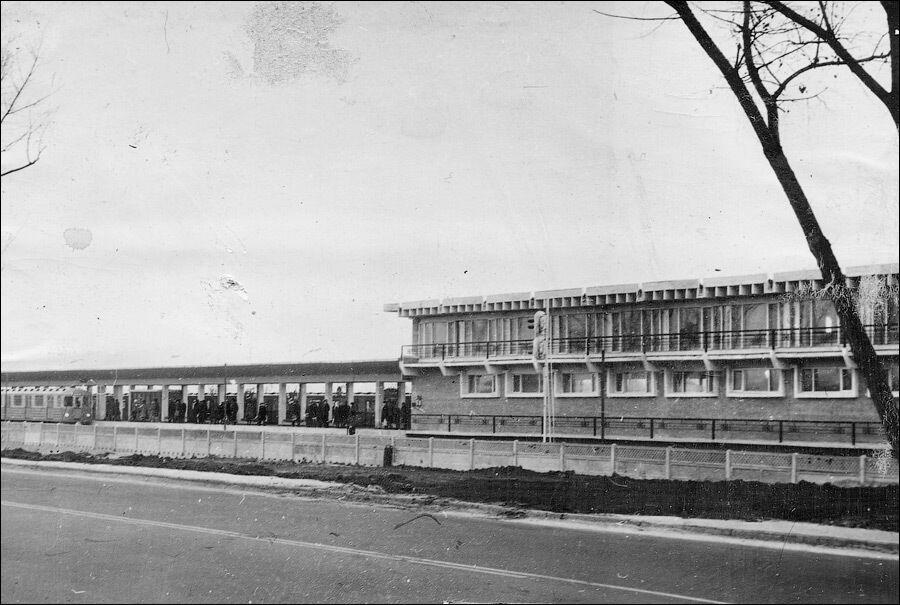 Вид на станцию со стороны Броварского проспекта
