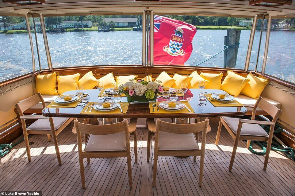 """Место для отдыха на яхте """"BB"""""""