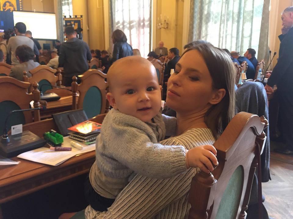 Депутат Львовского горсовета пришла на сессию с младенцем.