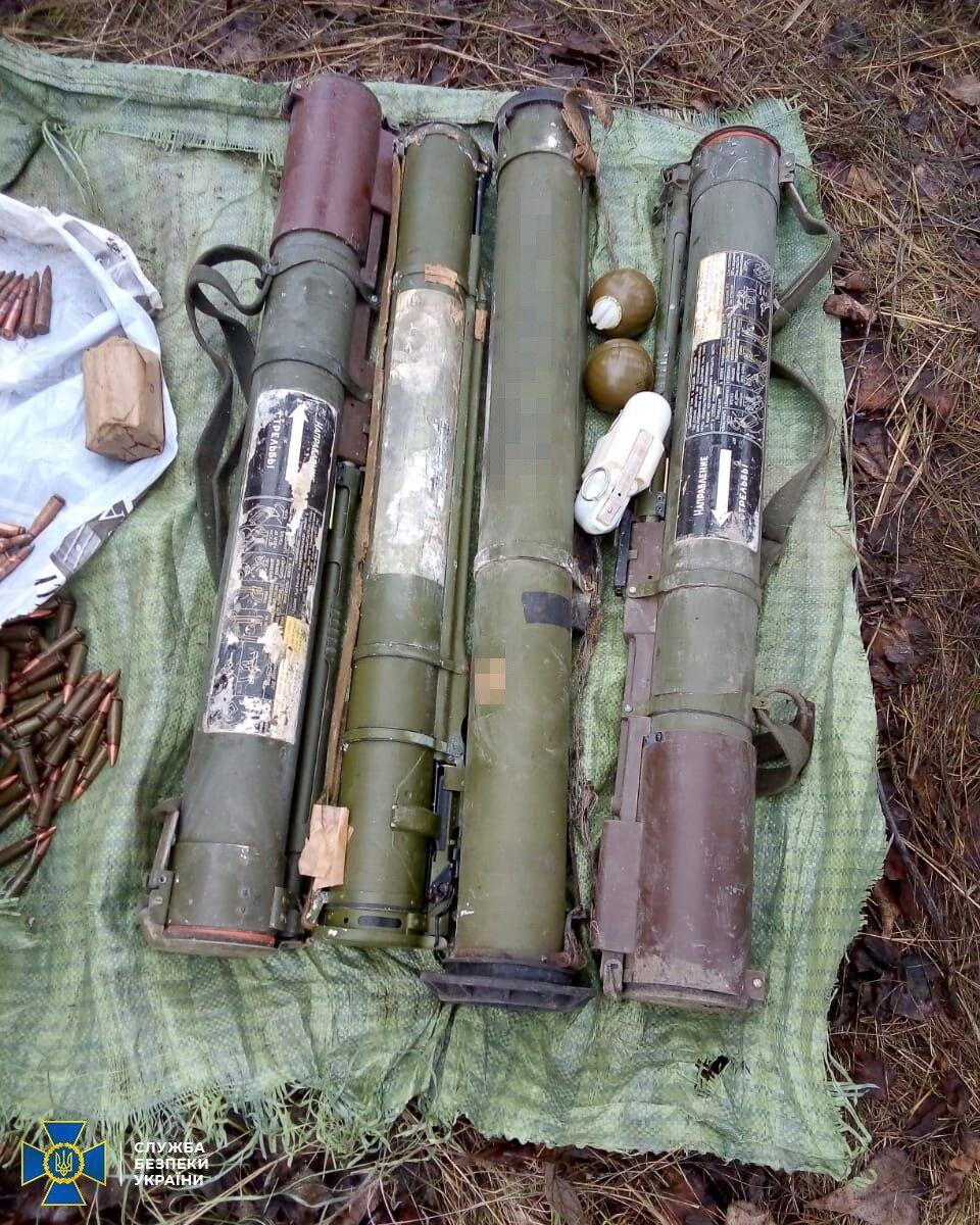 В тайнике были гранаты и патроны