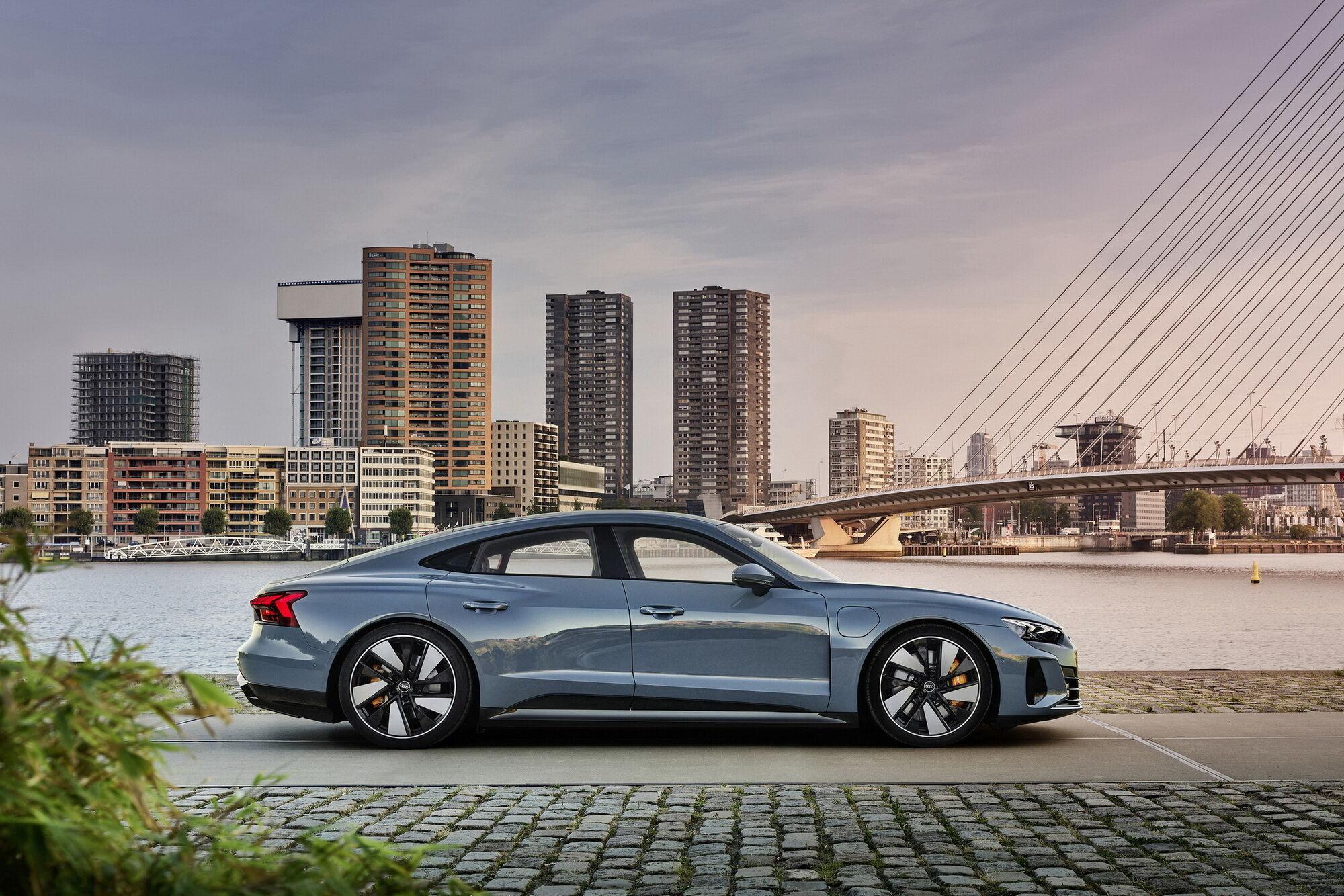 У e-tron GT quattro суммарная мощность силового агрегата составляет 350 кВт