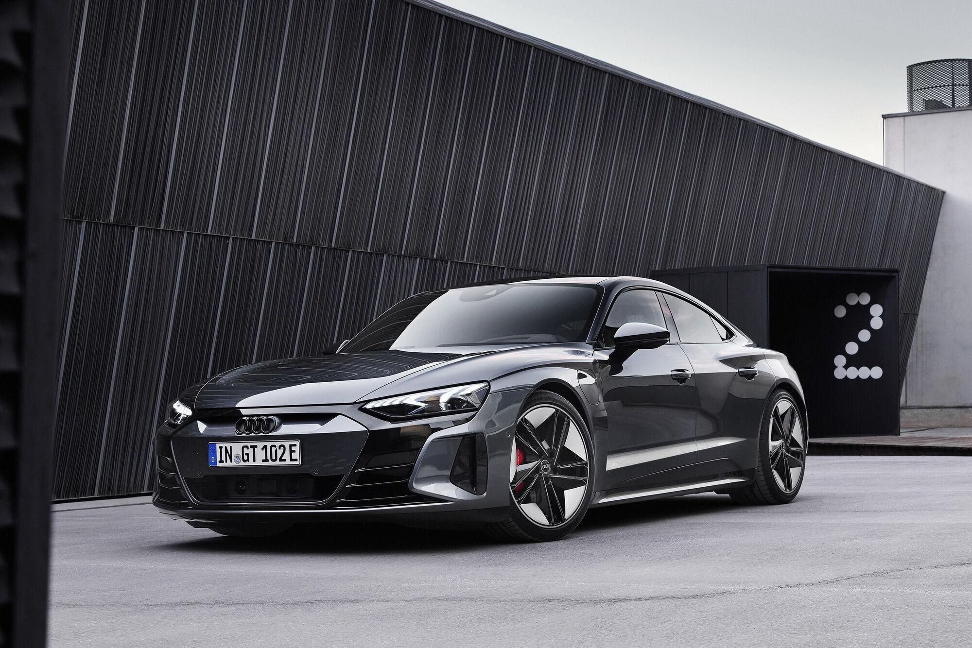 Старший собрат RS e-tron GT является самым мощным серийным автомобилем компании за всю ее истории