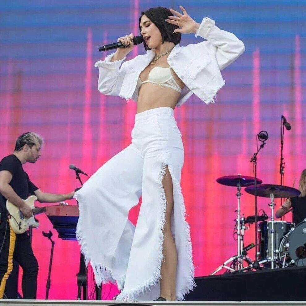 Дуа Липа на концерте поет в одежде украинского бренда.