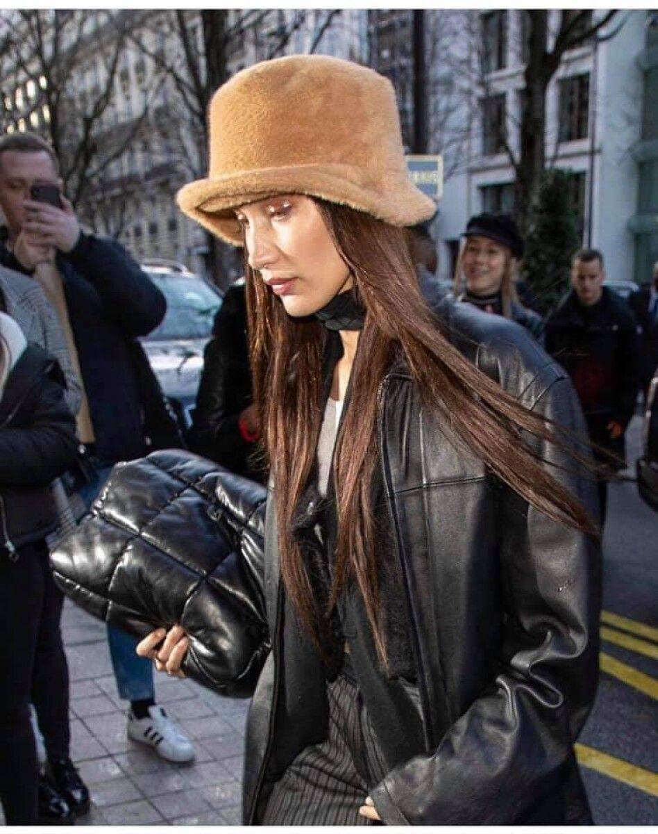 Белла Хадид любит украинские меховые шляпы.