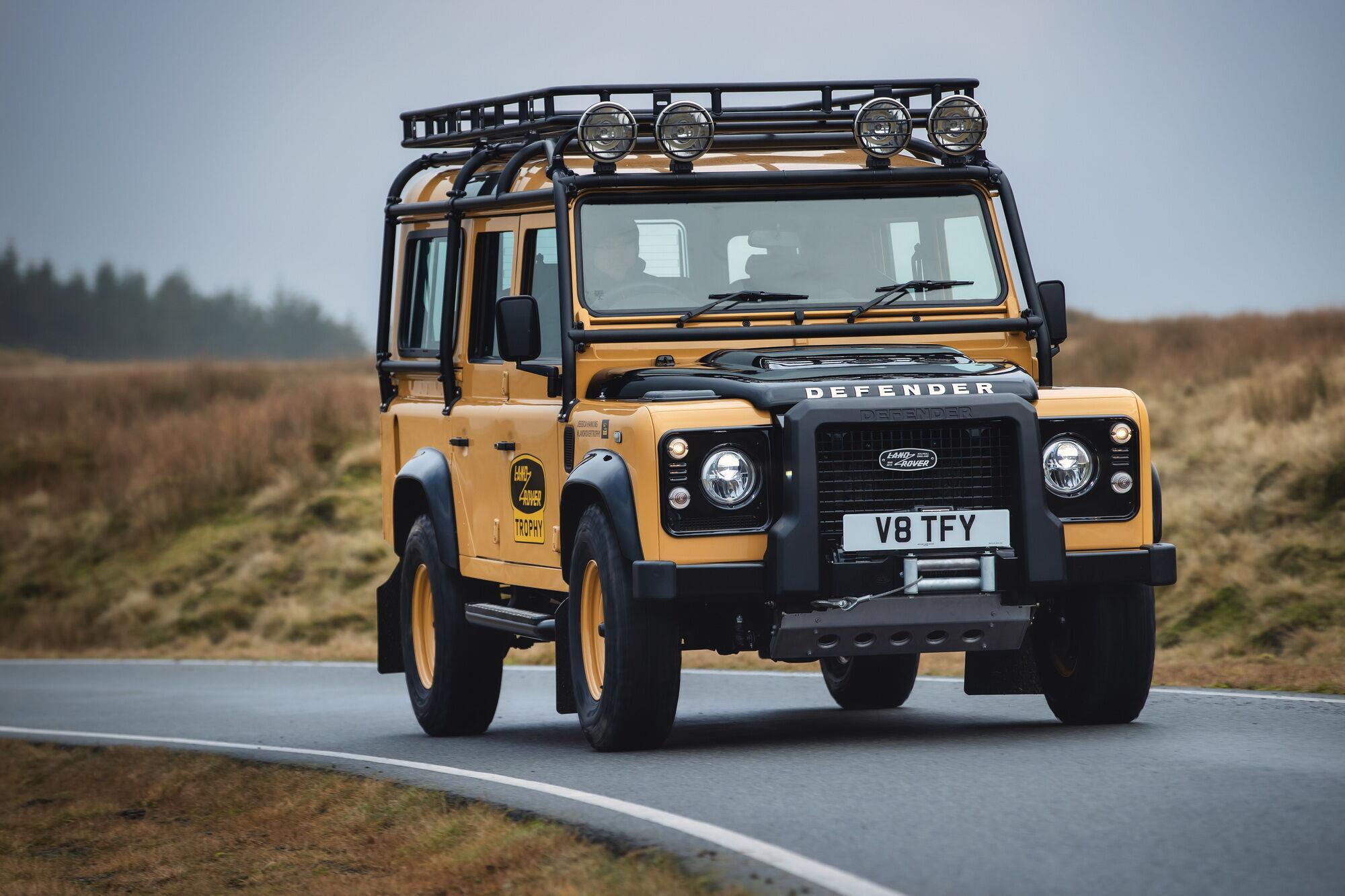 25 екземплярів Defender Works V8 Trophy в 90 та 110 кузові оформлені в ексклюзивному кольорі Eastnor Yellow